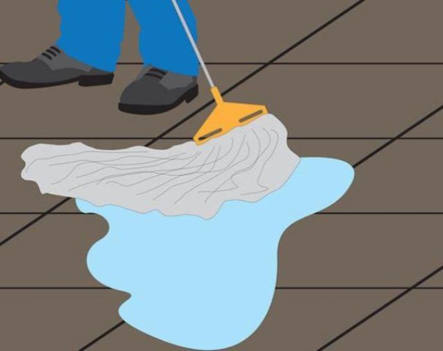 Lau sàn lại bằng nước sạch