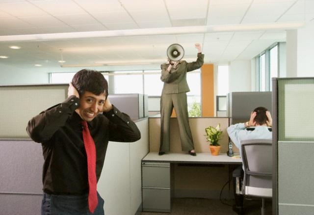 tiếng ồn trong văn phòng
